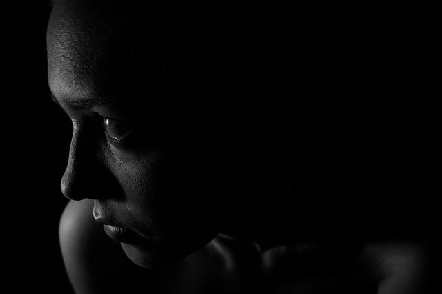 Überfall auf Frau durch drei Männer – Frau setzt Pfefferspray ein und kann sich befreien