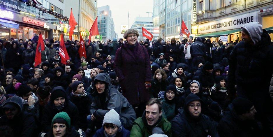"""AfD-naher """"Frauenmarsch"""" nach massiven Gegenprotesten abgebrochen"""