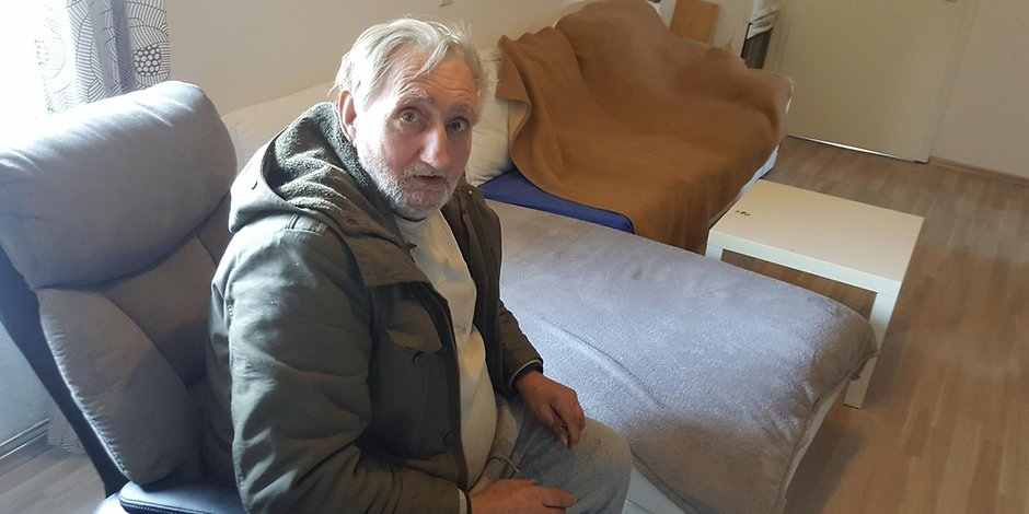 Der Mann, der seit 26 Monaten im Auto lebt Auto-Horst hat endlich eine Wohnung