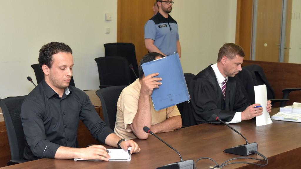 Familienvater wegen Sex mit Tochter (17) vor Gericht
