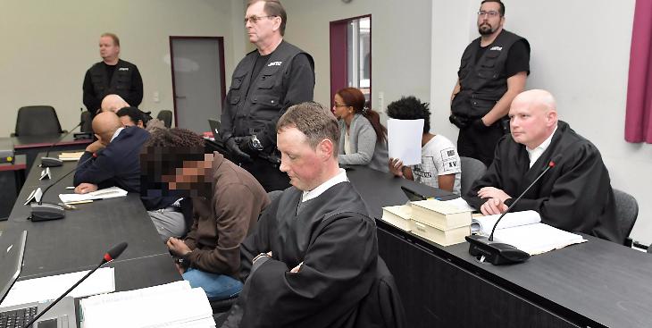 DNA-Spuren der Eritreer am Tatort und am Opfer