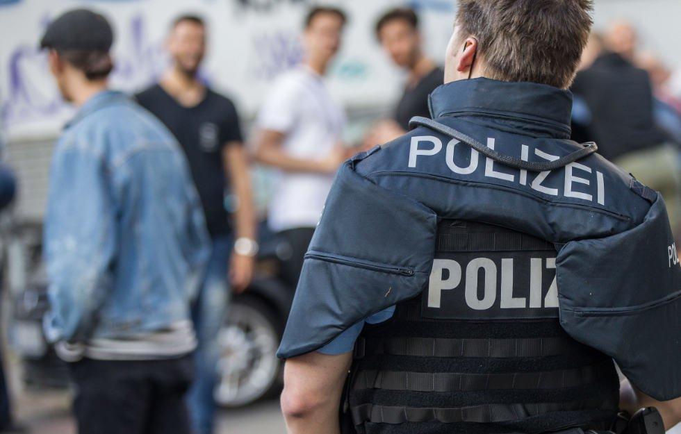 Vermummte attackieren Polizei
