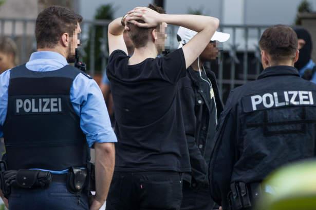 Nach Gewalt-Orgie bei Festival: Polizei sucht Fotos und Videos