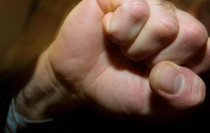 Mann und Begleiterin mit Faustschlägen verletzt