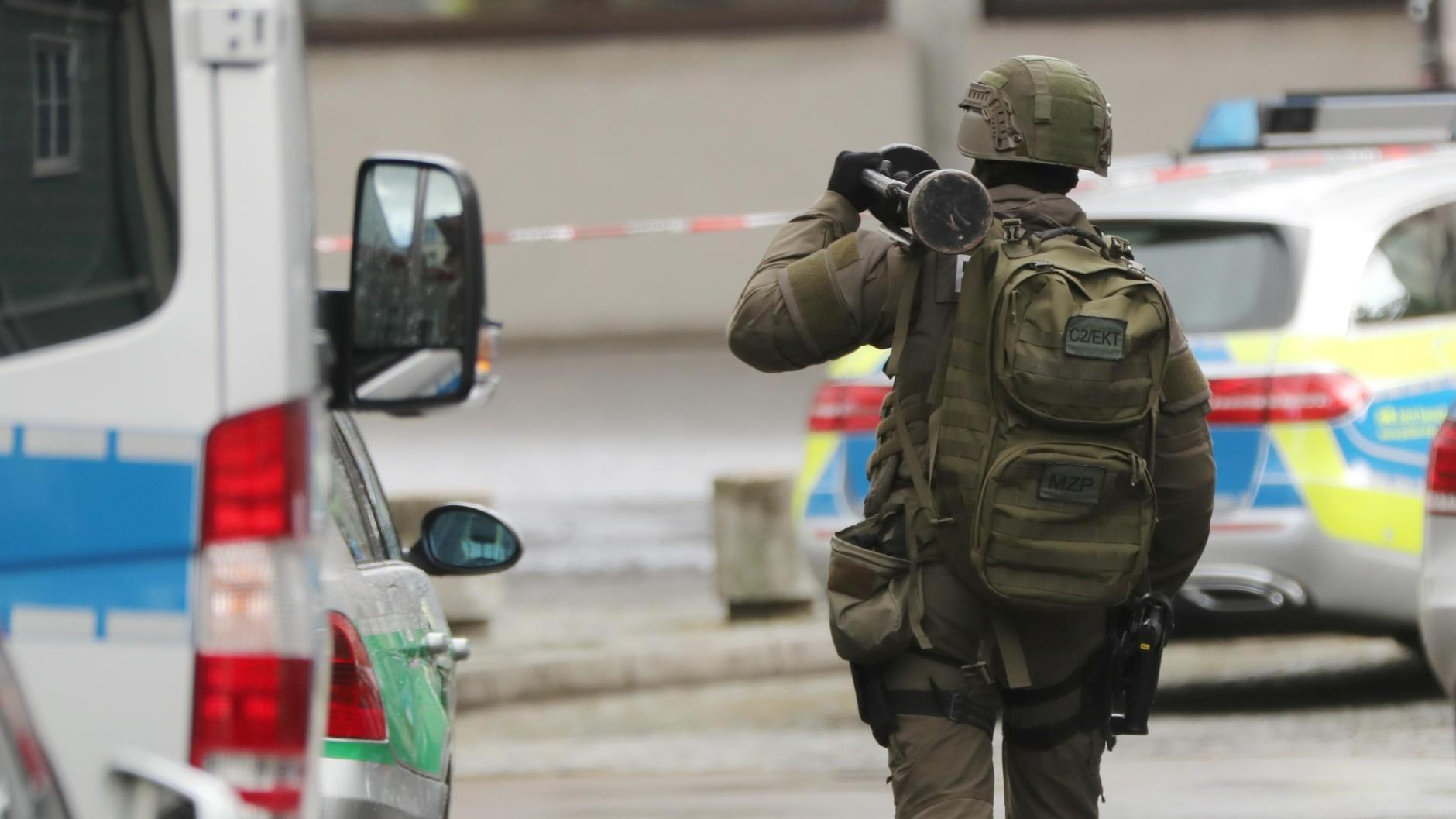 Sondereinsatzkommando stürmt Asylunterkunft