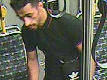 Auseinandersetzung in der Straßenbahn- Polizei sucht mit Bildern nach dem Tatverdächtigen
