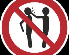 Vier Frauen belästigt und zu Boden geschlagen