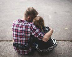21-Jähriger belästigt Paar und greift 31-Jährigen mit Faustschlag an