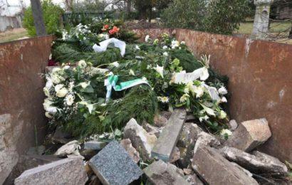 Chaoten fackeln Gedenkkranz für Bombenopfer ab