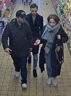 Öffentlichkeitsfahndung nach Taschendiebstahl – Polizei bittet um Hinweise zu drei Verdächtigen